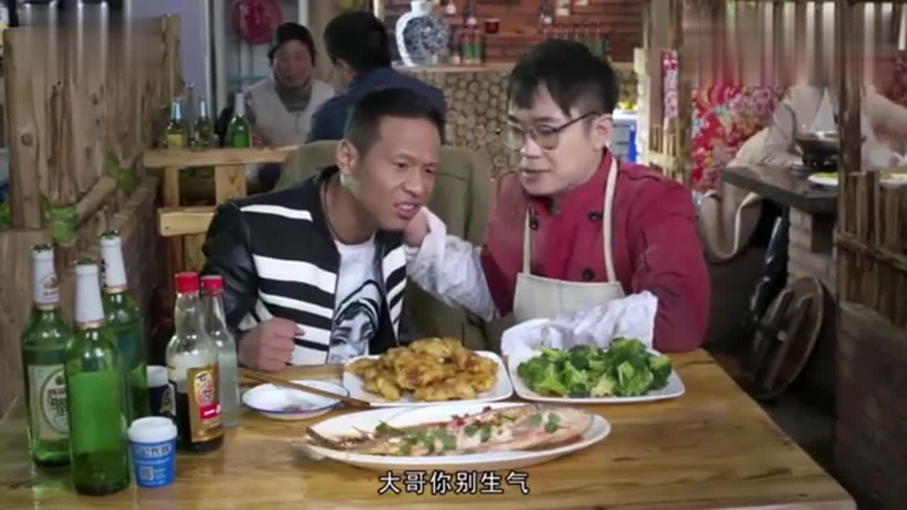 宋小宝到大鹏饭店吃饭,居然跟鱼都能干起来,网友:社会