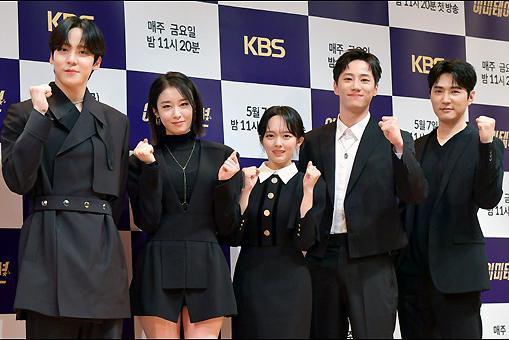 郑知晓李濬荣等艺人出席KBS2TV新周五剧《模仿》发布会