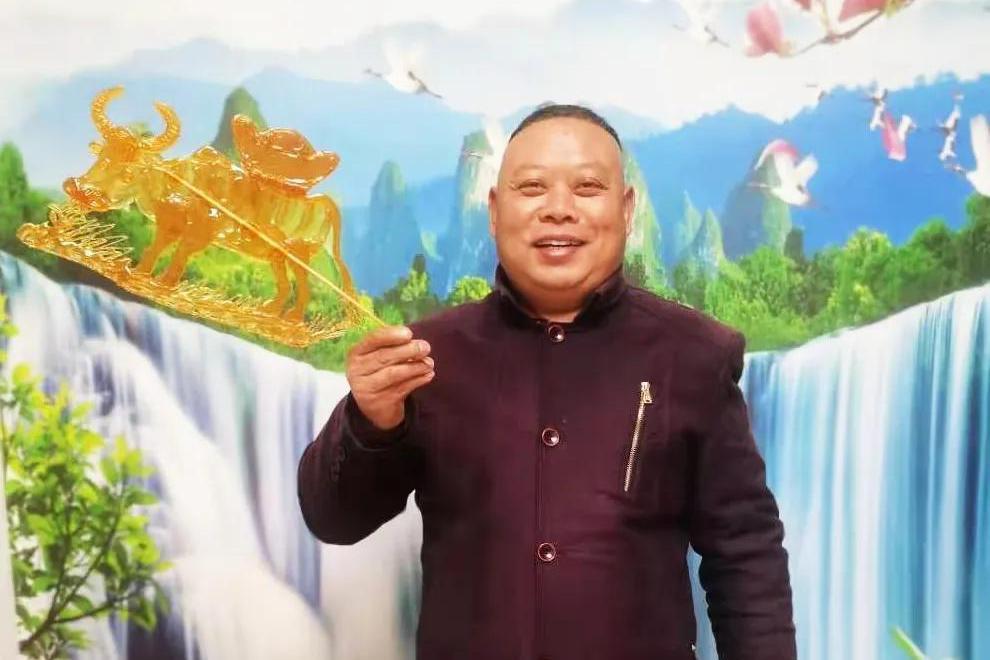 上饶灵山始祖胡昭第99代世孙,潜心糖画艺术