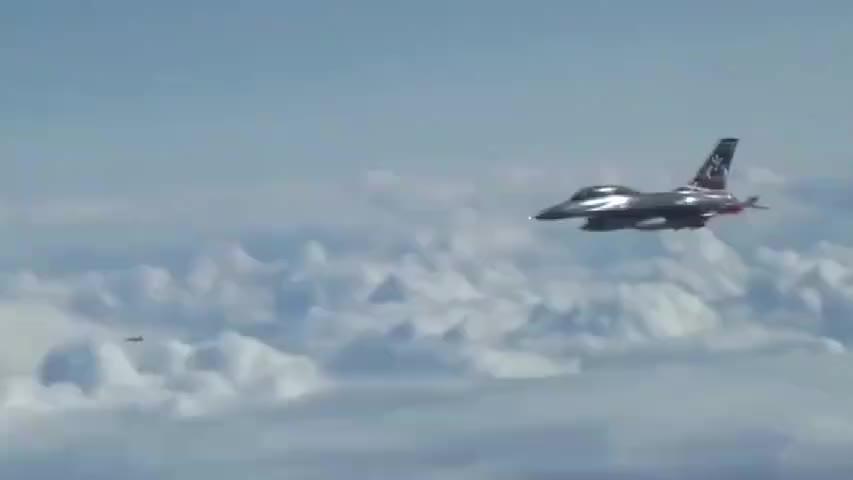 大国重器,图-160超音速轰炸机,波罗的海上空飞行北约飞机又捣乱