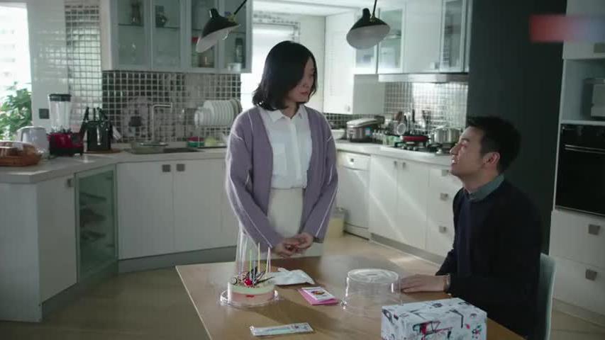 陈俊生上赶着陪凌玲母子过生日,不料被佳清摆臭脸色,真是活该