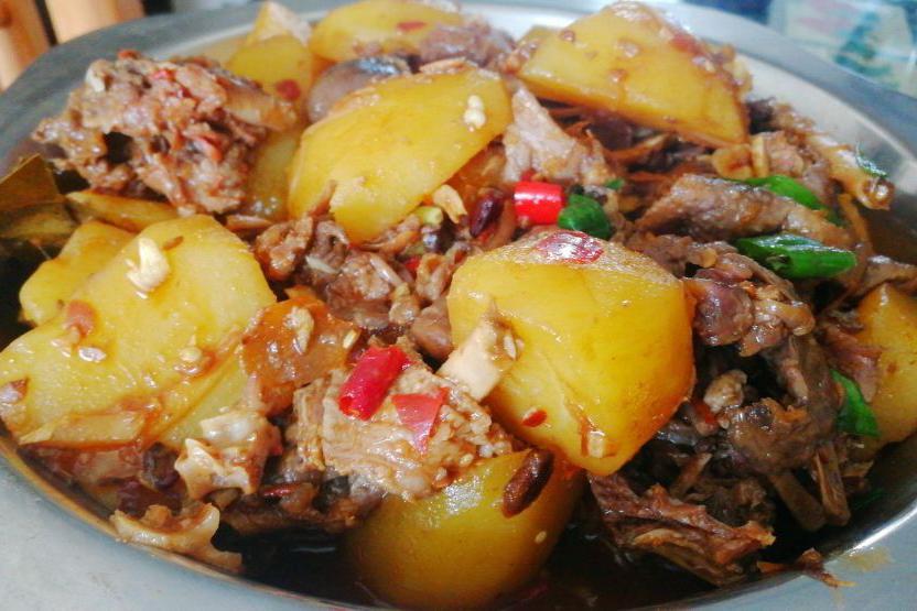 家常味炖大鹅一鹅三吃这种做法更适合各种家禽及牛羊猪等肉类吃法