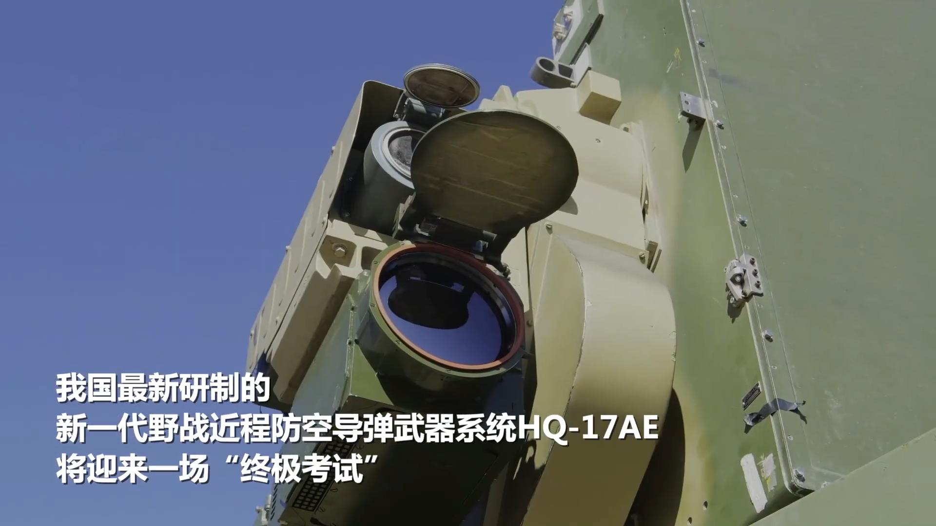 """军事记者带你现场围观,看""""红旗""""导弹车在行进中击中靶标!"""