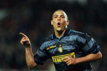 论单刀球处理能力 梅西跟罗纳尔多还有罗马里奥 谁才是第一人