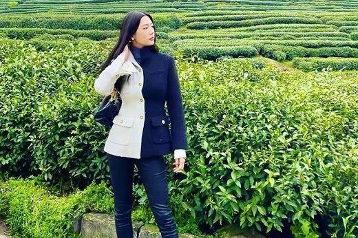 韩国女艺人Clara社交网络发照秀完美比例身材