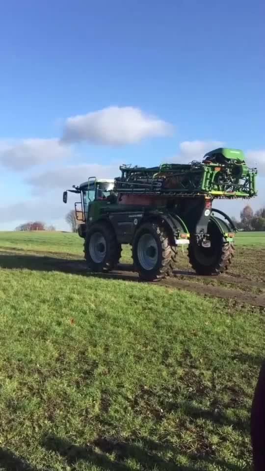 农业新科技这样的农耕机械你见过吗外国的农机都这么发达吗