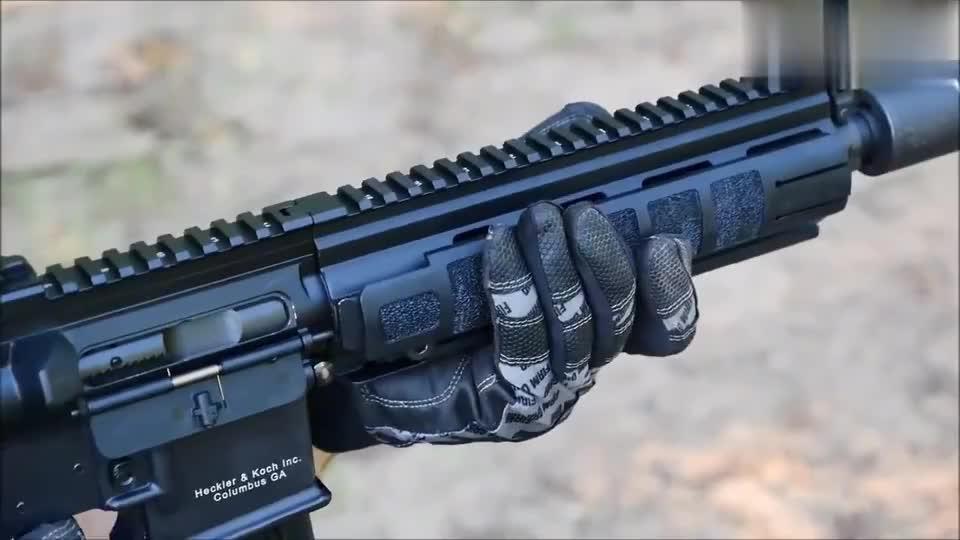 配备消音器的HK MR556自动步枪 靶场射击测试 效果有点不尽人意