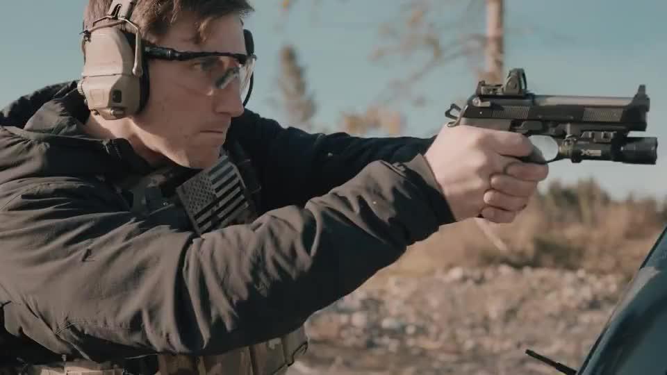 性能优越的伯莱塔手枪,靶场战术射击测试