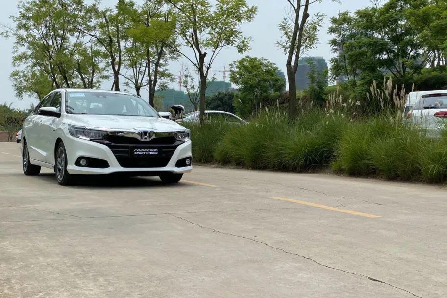 试驾凌派锐·混动:有颜有料,中级车市场的全能选手!