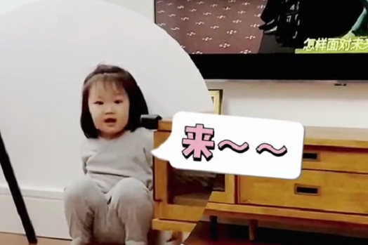 王祖蓝大女儿唱冰雪奇缘插曲,展表演天赋,2岁还穿尿不湿引热议
