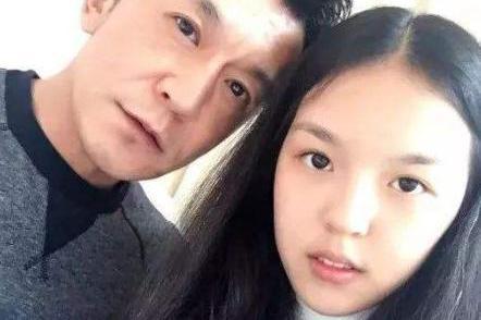 李咏18岁女儿晒录取通知!考国外顶尖女子大学,和奶茶妹妹成校友