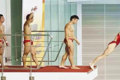 中国跳水队有多强?难得一见的集体下饺子,老外:还能这样玩?