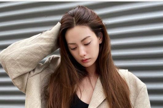 韩国女艺人NANA社交网络发照秀健美性感身材