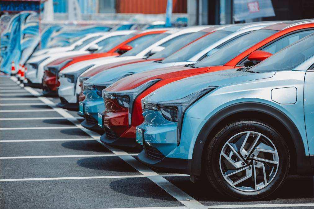躲开了特斯拉!中国新能源汽车黑马出现,主攻中低端市场成大赢家