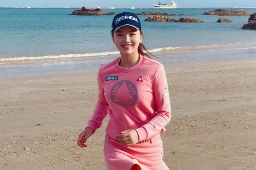 为国争光!出生在日本却成中国人!22岁外表靓丽成高尔夫女神