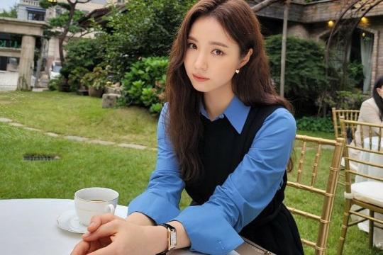 韩国女艺人申世景SNS发布崔秀英为其拍摄照片