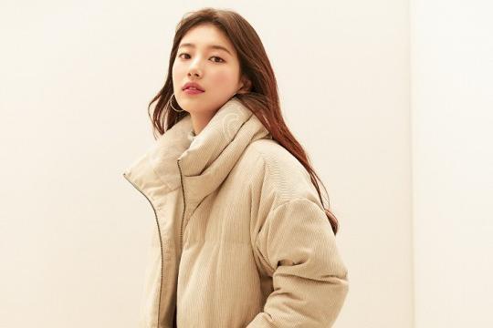 韩国女艺人秀智穿羽绒服拍品牌最新宣传照