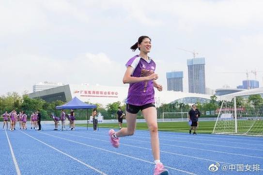 女排全锦赛名单亮点多:20岁李盈莹当上队长,80后球员仅两人