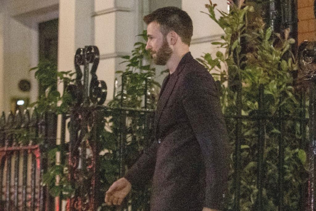 """""""美队""""克里斯·埃文斯和灰姑娘下榻酒店!好莱坞重磅新恋情曝光"""