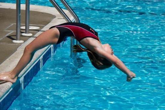 她14岁夺冠因身材傲人被多人追求,遭国家队开除后做瑜伽教练