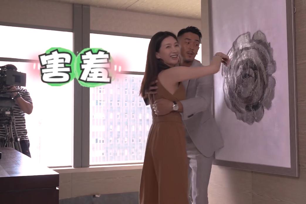 《三十而已》吻戏花絮:梁正贤表现自然,王漫妮一边害羞一边吐槽