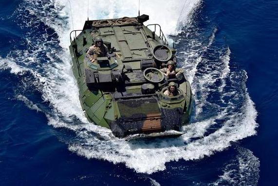 美精锐部队再度翻车,十多名士兵伤亡失踪,大批军舰全速营救