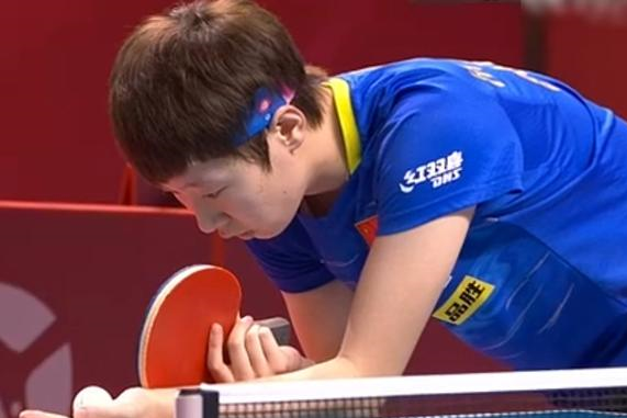 4-2!王曼昱率先闯进决赛,局中曾被判分,以1度之差挑战裁判成功