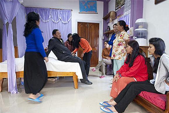 世上最大家庭,印度男子娶妻39位,全家福共181人,如今咋样了?
