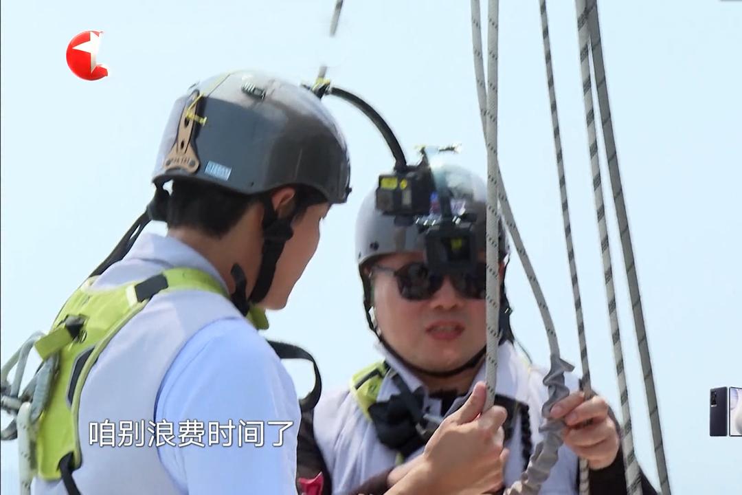《极挑》岳云鹏贾乃亮高空漫步引争议,两极分化背后是节目的无奈