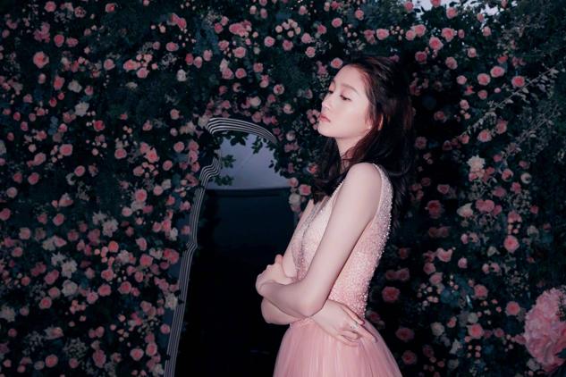 """关晓彤化身""""花仙子"""",穿粉色蛋糕裙甜美可爱,仿佛童话中小精灵"""