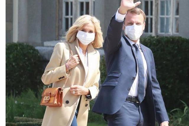 67岁布丽吉特终露面,手术10天后状态好,马克龙贴心陪她戴口罩