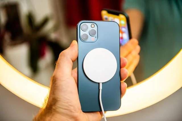 """心脏起搏器的""""隐形杀手"""",iPhone 12又曝安全问题"""