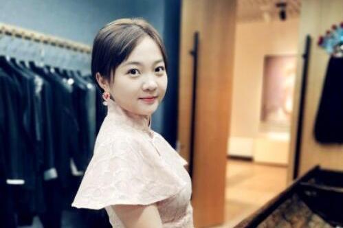 21岁林妙可近照曝光,身穿旗袍出镜端庄优雅,被赞为民国少女