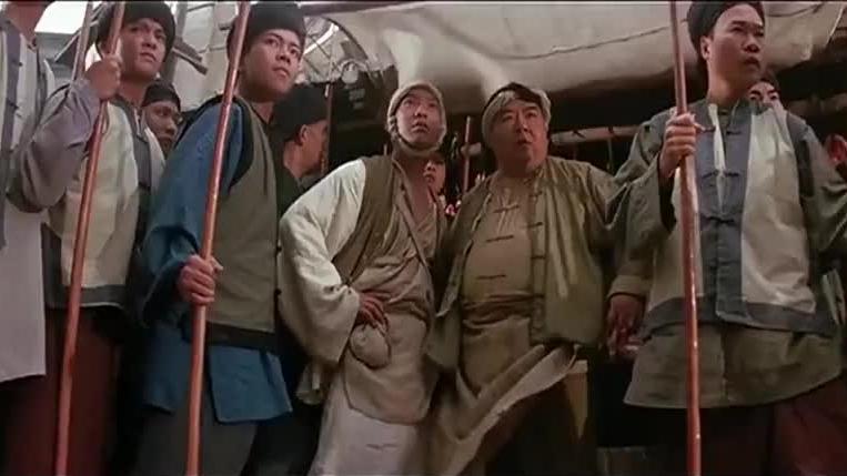 混混在大街上砍人,不料遇到黄飞鸿的徒弟,这下有他们好受了