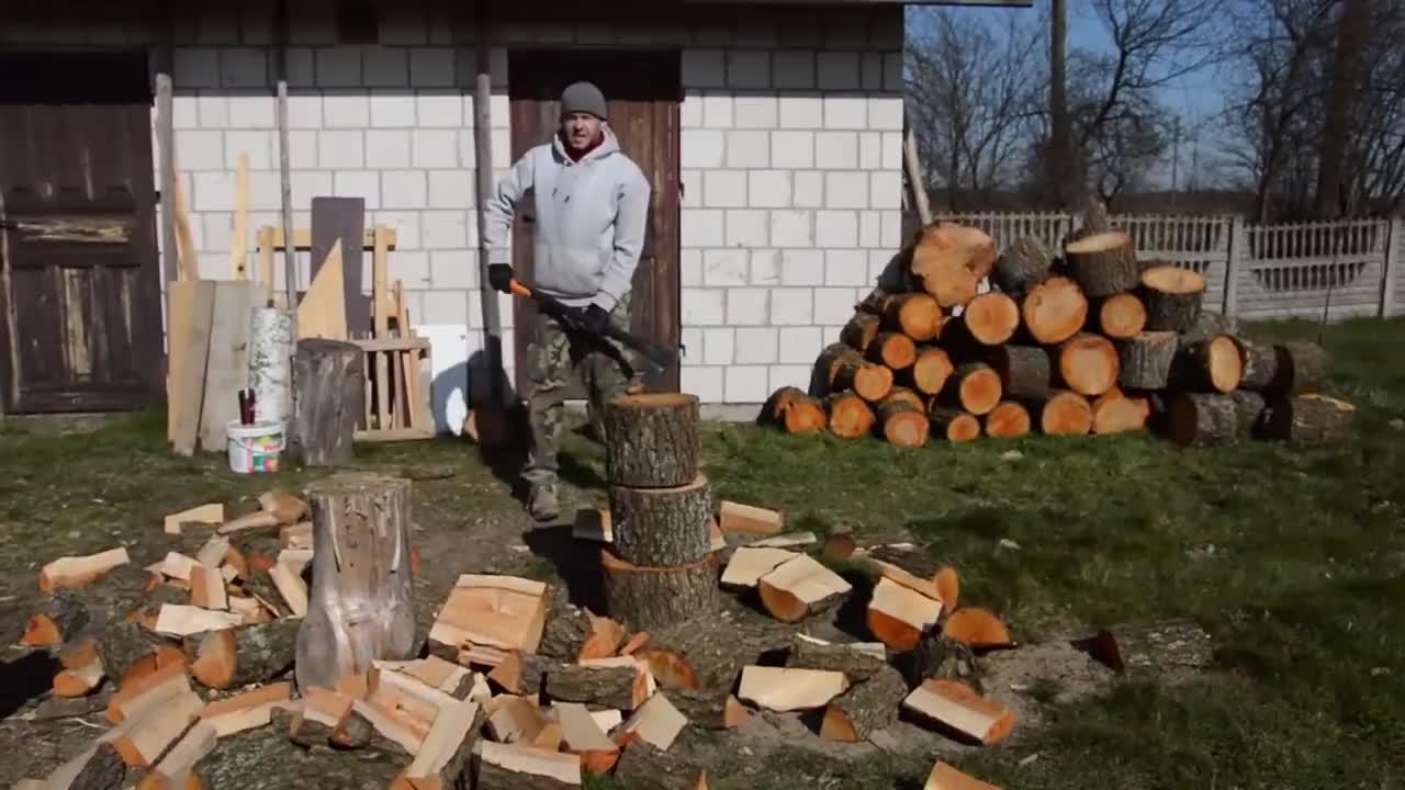 """外国牛人发明""""劈柴""""神器,不用油不用电,一天能劈3吨木柴"""