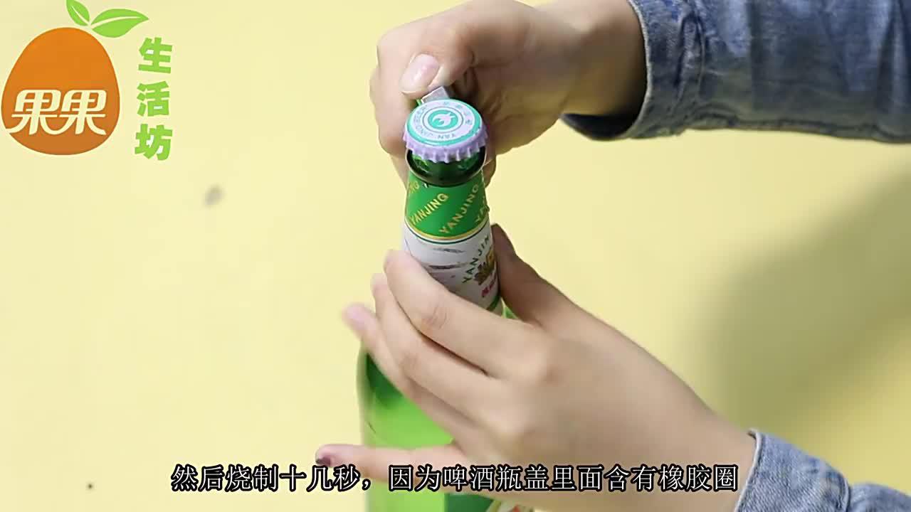 开啤酒瓶盖这么容易!只需找到一张纸,女生也能轻松打开,厉害了