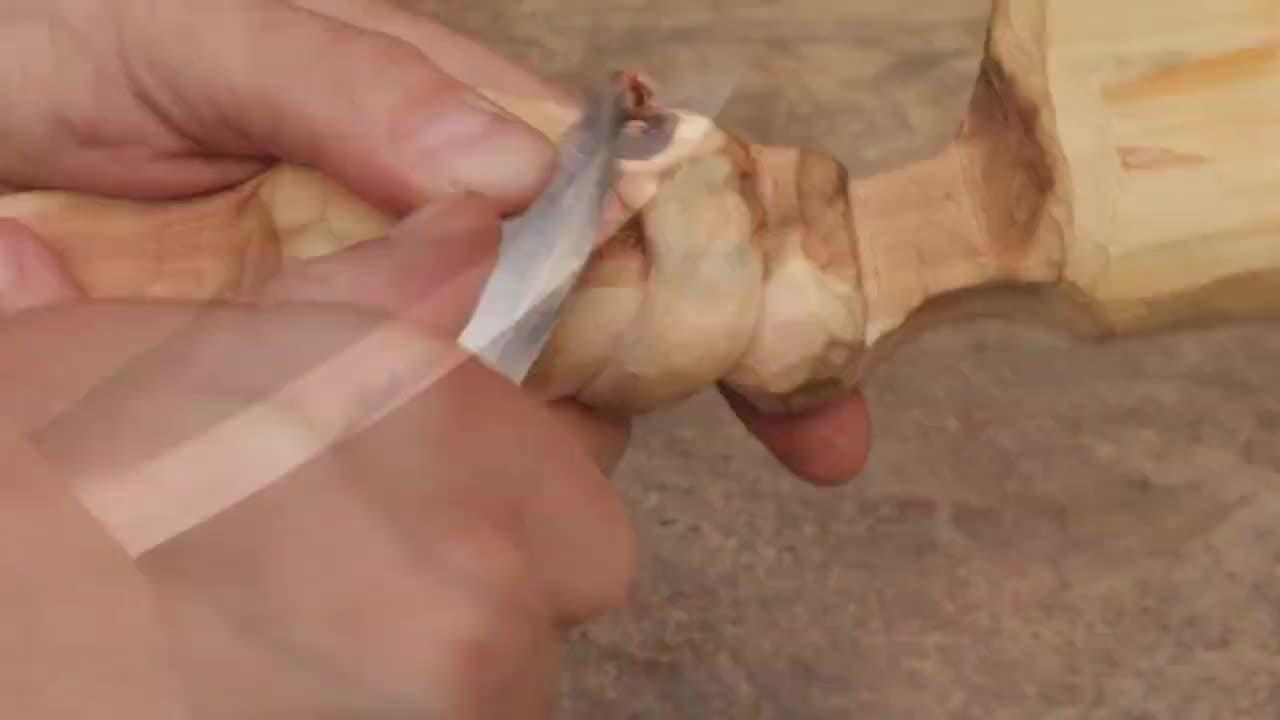 一段普通的木头,在我手里只能当柴火,到他手里就是工艺品