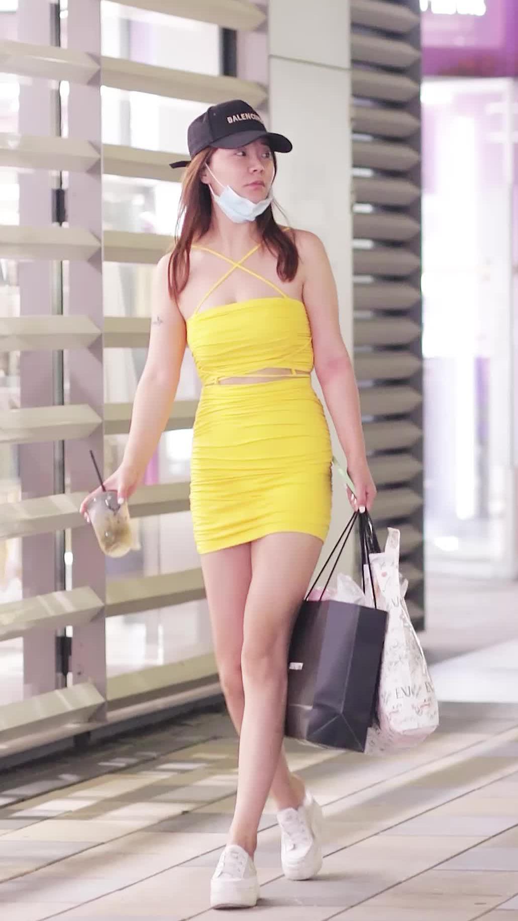 小姐姐的黄裙子是一件还是两件?
