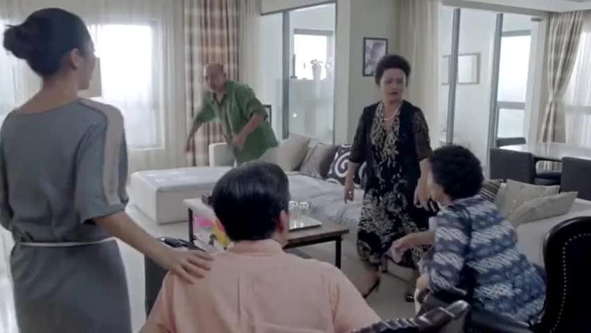 小两口刚住新房,婆婆一来就要霸占主卧,亲家一来就怒了