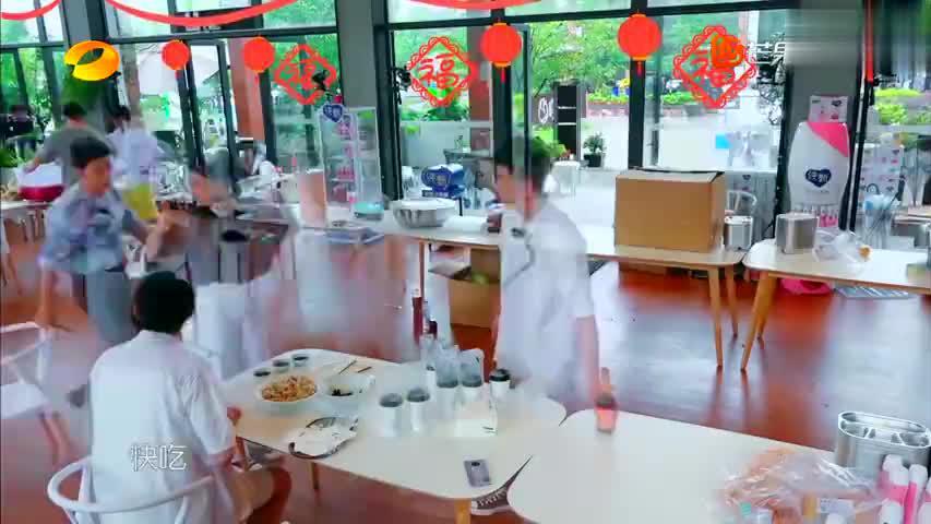 中餐厅4:张亮的水饺皮薄馅大,杨超越一口一个,太过瘾了!