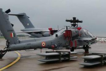 印度再次向拉达克部署美制武装直升机:多次盘旋山谷演练对地攻击