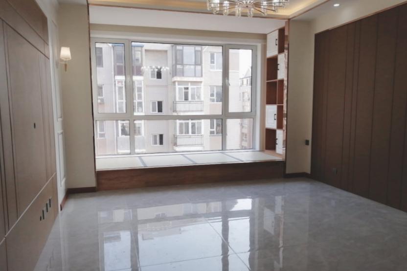 100㎡两室两厅新房,阳台故意抬高20公分,比多一个房间还实用