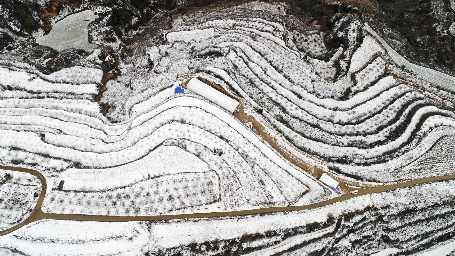 晋南降下今冬首场雪,航拍镜头下的黄土高原真美!