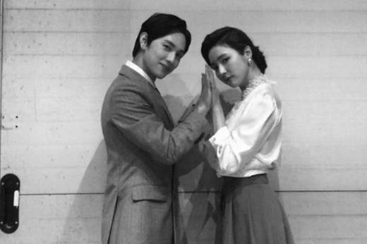 JTBC新剧《Run on》主演任时完申世景最新合影曝光