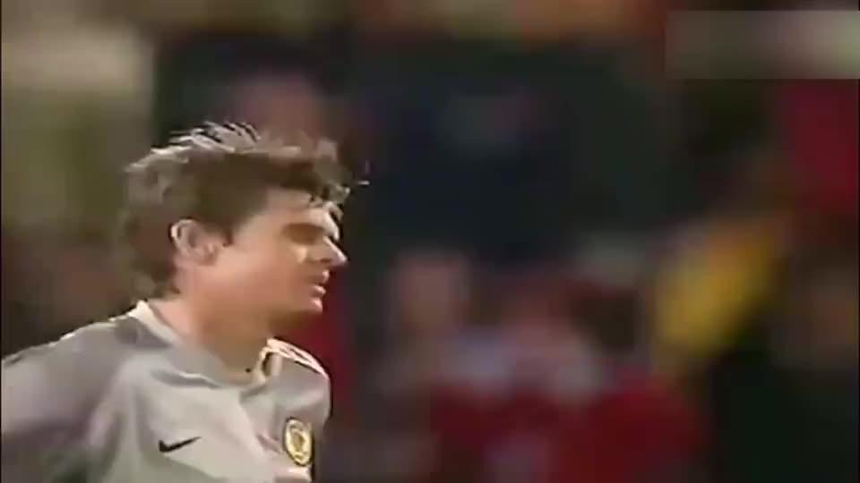 董方卓当年在曼联打入的这一球堪比范尼,连弗格森都笑了