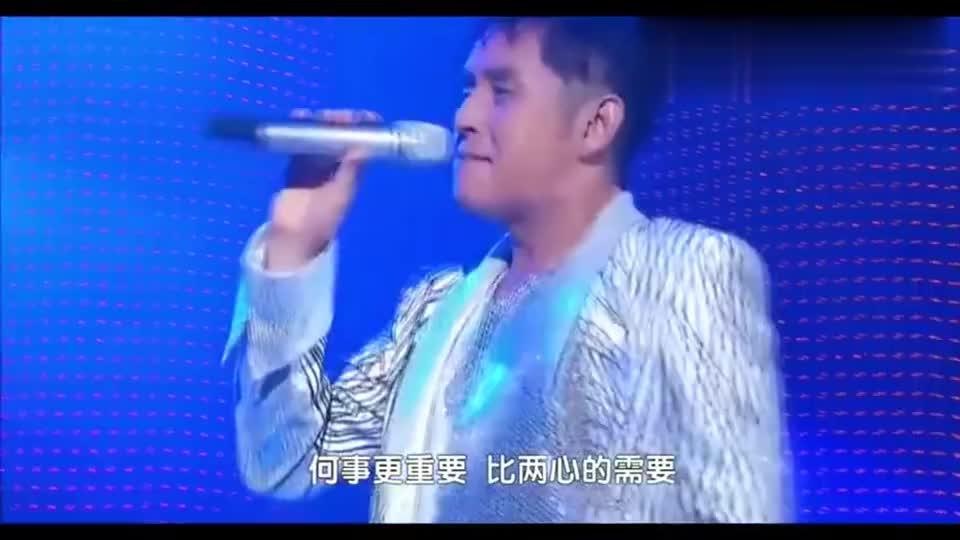 谭咏麟最经典的一首粤语歌,现场观众沸腾啦,太怀念啦