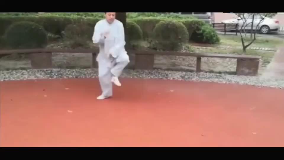 太极大师马保国首次展示混元太极拳法,网友:这是在跳广播体操?