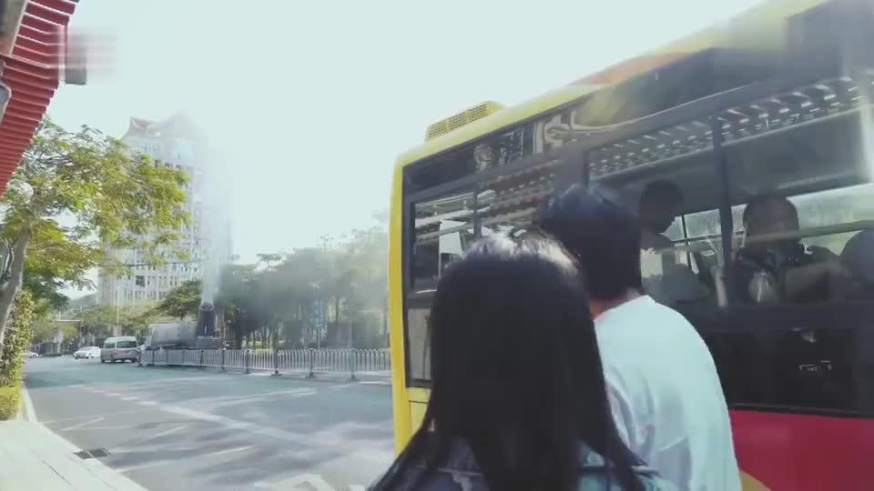 以家人之名花絮:片场遇上洒水车,宋威龙机智上公交车躲避
