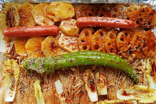 蒜油辣酱烤什锦:多种调味料的完美呈现,味道那叫一个美!