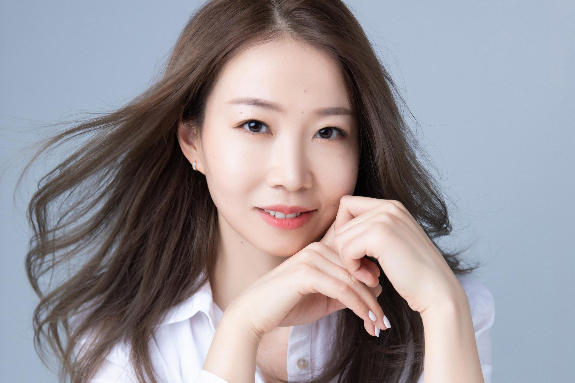 歌手刘双双新歌《Blue》上线 流行爵士催化爱的勇气